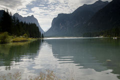 Dolomites Italie de Dobbiaco de lac Photos stock