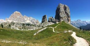 Dolomitesberg - Cinque Torri Royaltyfri Foto