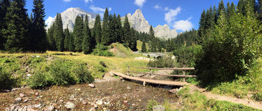 Dolomitesberg - Cinque Torri Royaltyfria Bilder
