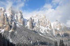 Dolomitesfjällängar under vintersolen, Italien, Europa Arkivbilder
