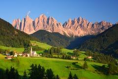 Dolomitesna i nordliga Italien Royaltyfria Bilder