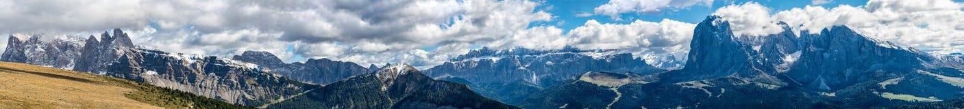 Dolomitespanorama i Raschötz södra Tirol Italien Royaltyfria Foton