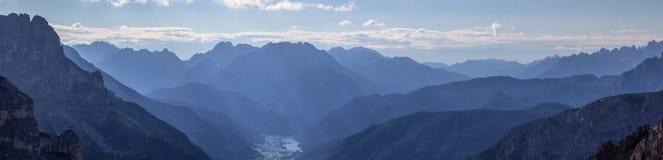 Dolomitestad av Auronzo Arkivfoto