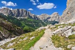 Dolomiti -小径在Val Badia 免版税库存图片