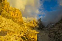 Dolomiti Di Brenta zmierzchu światła góry Obrazy Stock