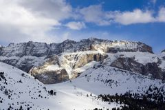 Dolomiti - Di Val Gardena de selva Images stock