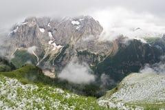 Dolomiti erster Schnee lizenzfreie stockfotos