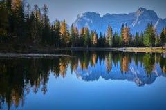 Dolomiti góry z odbiciem w Misurina jeziorze Zdjęcia Royalty Free
