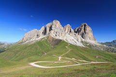 Dolomiti - Sassolungo登上 库存图片