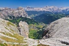 Dolomiti - Val Badia flyg- sikt Arkivfoto