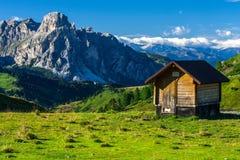 Dolomities - καλύβα ποιμένων ` s στοκ εικόνα