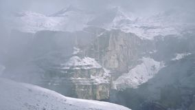 Dolomits in de mist stock video