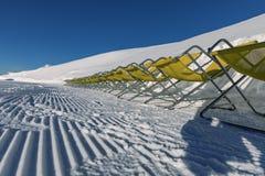 Dolomity, narciarski teren z pięknymi skłonami Pusty narciarski skłon w zimie na słonecznym dniu Przygotowany piste i słoneczny d fotografia stock