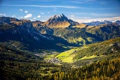 Dolomity, Passo Sella Piękny widok Canazei od Passo Sella Dolomity, Włochy Obraz Stock