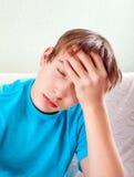 Dolor de cabeza de la sensación del adolescente Foto de archivo