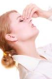 Dolor de cabeza Mujer que sufre del dolor principal aislado Imagenes de archivo