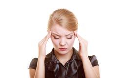Dolor de cabeza Mujer que sufre del dolor principal aislado Imagen de archivo