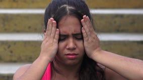 Dolor de cabeza o tensión adolescente femenino metrajes