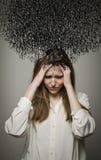 Dolor de cabeza. Obsesión. Pensamientos oscuros. Imagenes de archivo