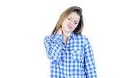 Dolor de cuello, mujer que sufre de dolor en el cuello, fondo blanco, jóvenes,