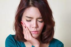 dolor del diente de la mujer Foto de archivo libre de regalías