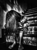 Dolor del niño y corazón quebrado En tono blanco y negro Foto de archivo libre de regalías