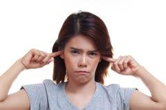 dolor del oído de la mujer Fotos de archivo libres de regalías