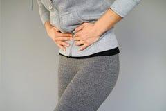 Dolor en el abdomen de una muchacha Fotos de archivo libres de regalías