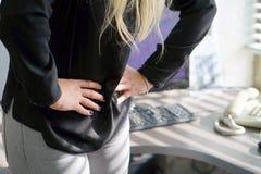Dolor en el abdomen de una muchacha Imagenes de archivo