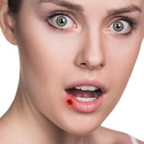 Dolor en los labios femeninos imagen de archivo libre de regalías