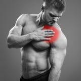 Dolor muscular del corazón del hombre imagenes de archivo