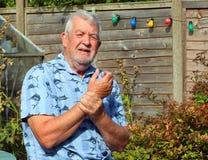 Dolore del polso artrite Anziano nel dolore fotografie stock