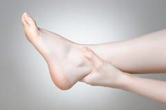 Dolore della caviglia Fotografie Stock Libere da Diritti