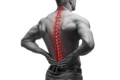 Dolore della spina dorsale, uomo con il mal di schiena e dolore nel collo, foto in bianco e nero con la spina dorsale rossa immagine stock