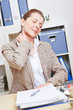 Dolore di sensibilità della donna di affari in lei Immagine Stock Libera da Diritti