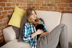 Dolore di stomaco, problemi delle donne Fotografia Stock