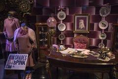 Dolores Umbridge Costumes y apoyos imagen de archivo