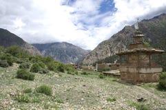 Dolpo尼泊尔Stupas  免版税库存图片