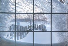 Dolt fönster för snö arkivfoton