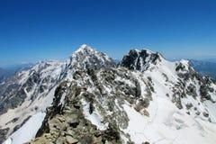 Dolt högt berg för farlig snö Royaltyfri Foto