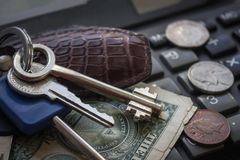 Domów klucze i mały pieniądze fotografia stock