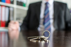 Domów klucze na stole Obraz Royalty Free