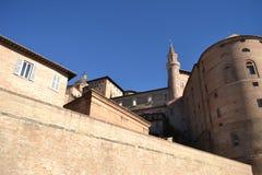 Dom和公爵的宫殿-乌尔比诺 免版税图库摄影