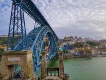 Dom路易斯一世桥梁蓬特Dom路易斯一世,波尔图,葡萄牙 免版税库存图片