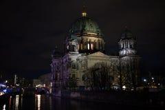 DOM Berlinder τη νύχτα Στοκ φωτογραφία με δικαίωμα ελεύθερης χρήσης