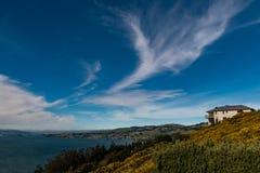 Dom Blisko krawędzi w Nowa Zelandia Zdjęcia Stock