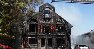 Dom burnt popióły w światło dzienne warunku zdjęcie wideo