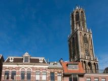 Dom Church-toren en voorgevels, Utrecht, Nederland Stock Afbeeldingen