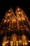 Dom de Colonia por noche Foto de archivo