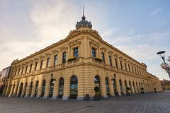 Dom de Radnicki en la ciudad Vukovar en Croacia fotos de archivo